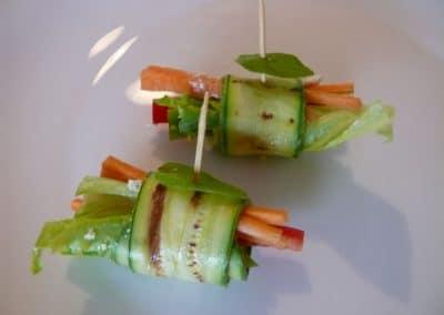 Рулце от тиквичка с козе сирене и зеленчуци